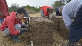 "Volunteers constructing a cob ""house"", Cambridge"