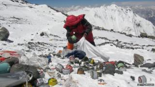 Sherpa collects rubbish off Everest