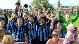 Little Oakley under 12s celebrate on open-top bus
