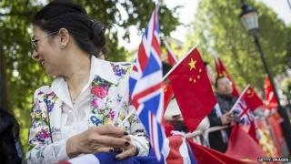 Supporters of Chinese Premier Li Keqiang gather opposite Downing Street