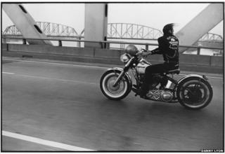 Crossing the Ohio, Louisville. (c) Danny Lyon Courtesy of Etherton Gallery (USA) & ATLAS Gallery London