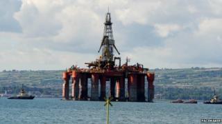 Oil rig leaves Belfast