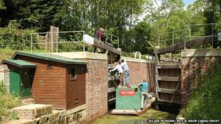 Painting the lower gates at Southland Lock