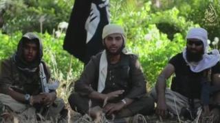 Fideo gan Isis sydd i'w weld yn dangos ymladdwyr o Gaerdydd