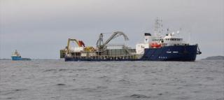 Ships repairing Guernsey electricity cable in 2012