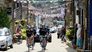 Chris Froome (front right ) rides alongside Richie Porte at Haworth