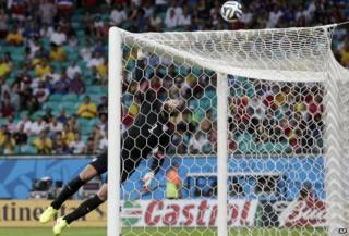 Tim Howard makes a save against Belgium