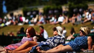 Tennis fans sunbathing