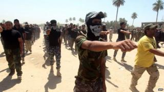 Shia militiamen volunteer to fight alongside government forces in Baghdad (9 July 2014)