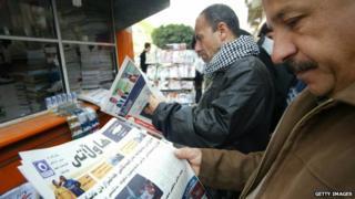 Newspaper readers in Irbil
