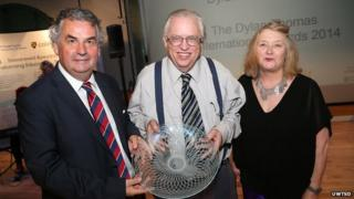 Poet Martin Willitts with university vice-chancellor Prof Medwin Hughes and prize judge Menna Elfyn