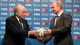 Fifa president Sepp Blatter (L) with Russian President Vladimir Putin in Brazil (13 July 2014)
