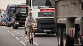 Cyclist/lorries in London
