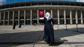 A Turkish citizen enters the Olympic Stadium in Berlin to cast her vote in presidential elections in Turkey (31 July 2014)