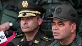 Commander in chief of the Bolivarian National Armed Forces of Venezuela, Vladimir Padrino (R), and general director of Colombian Fiscal and Customs Police, Brigadier-General Gustavo Moreno Maldonado