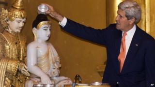 John Kerry pours water over Buddha statue in Yangon, Myanmar