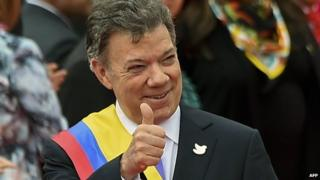 Colombian President Juan Manuel Santos gives his thumb up on August 7, 2014 in Bogota, Colombia.