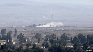 Smoke rises from a UN base in the Golan Heights demilitarised zone (1 September 2014)