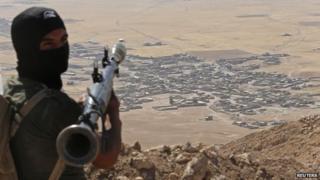 Iraqi Kurdish fighter near Mosul, 8 September 14