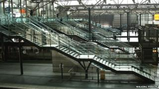 Escalators and steps at Leeds station