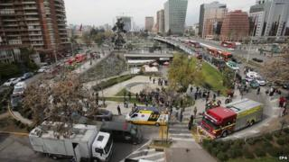 Emergency responders outside the Escuela Militar metro station after an explosion in Santiago (8 September 2014)