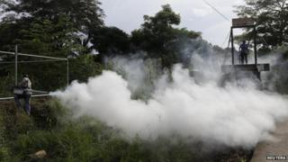 Fumigation in Panama to help control the spread of chikingunya and dengue fever (06/09/2014)