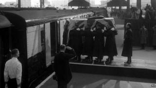 Winston Churchill's coffin is carried on to the carriage