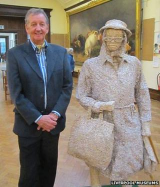 Leonard J Brown and the Eleanor Rigby sculpture