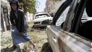 Damaged vehicles in Sanaa (19/09/14)