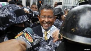Former President Francisco Flores leaves court in San Salvador, 5 Sep 14