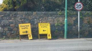 Guernsey road diversion signs