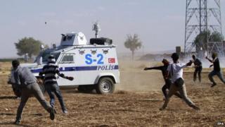 Kurds clash with Turkish police, Sanliurfa, 22 Sep 14