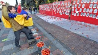 Protesters throw tomatoes at members of the Ukrainian parliament