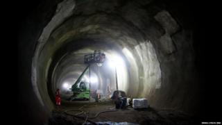 Application of a concrete layer during the Crossrail tunnel construction under Finsbury Circus, London
