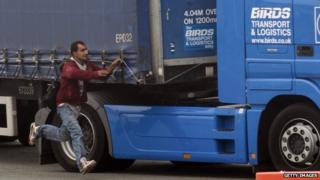 Migrant tries to get on to truck