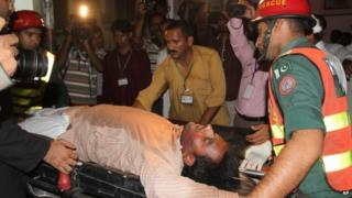 Pakistani rescue workers take an injured person to a local hospital in Multan, Pakistan on 10 October 2014