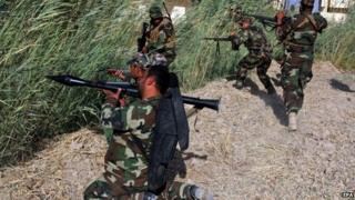 Shia militiamen fighting IS