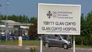 Arwydd Ysbyty Glan Clwyd