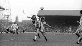 Middlesbrough's John Mahoney (left) and Leyton Orient's Tony Grealish fight for the ball
