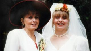 Dawn Britton (l) and her daughter Tammy