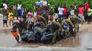 Royal Marines with Sierra Leoneans