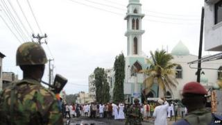 Kenya's anti-riot police faces Muslims - protesting against assassination of a Muslim cleric - in front of the Masjid mosque in Mombasa, on 31 August 2012