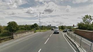 Swindon Road, Stratton Green, Swindon railway bridge