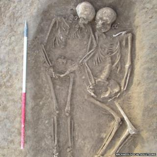 Anglo-Saxon skeletons in double grave