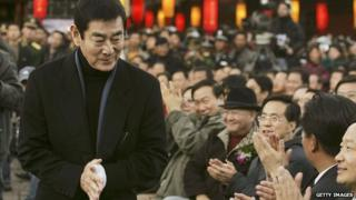 Japanese actor Ken Takakura attends the premiere of Chinese director Zhang Yimou's new movie 'Riding Alone for Thousands of Miles' on 16 December, 2005 in ancient town Lijiang of Yunnan Province, China