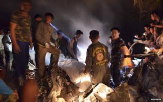 Rescue workers recover remains of victims from the site of a helicopter crash in Phayao province November 17, 2014