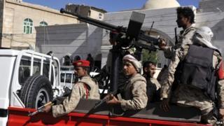 Yemeni soldiers on a police vehicle in Sanaa, Yemen (25 November 2014)