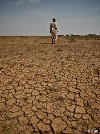 Arid soil, Africa (Image: Pablo Tosco/ Valérie Batselaere/Oxfam)