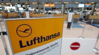 Empty Lufthansa check-in desks on 2 December 2014