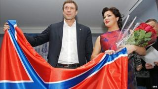 Anna Netrebko with rebel leader Oleg Tsarev and flag
